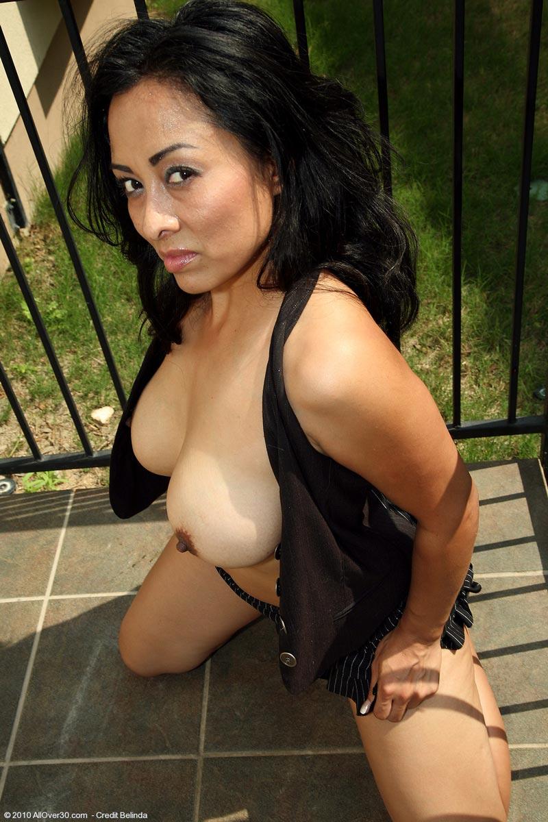 Sexy Latina Milf