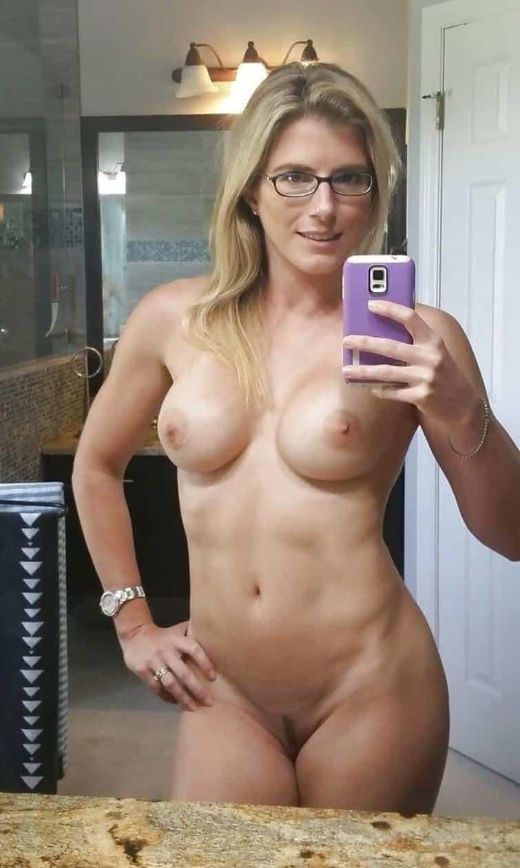 Sexy Nude Milf