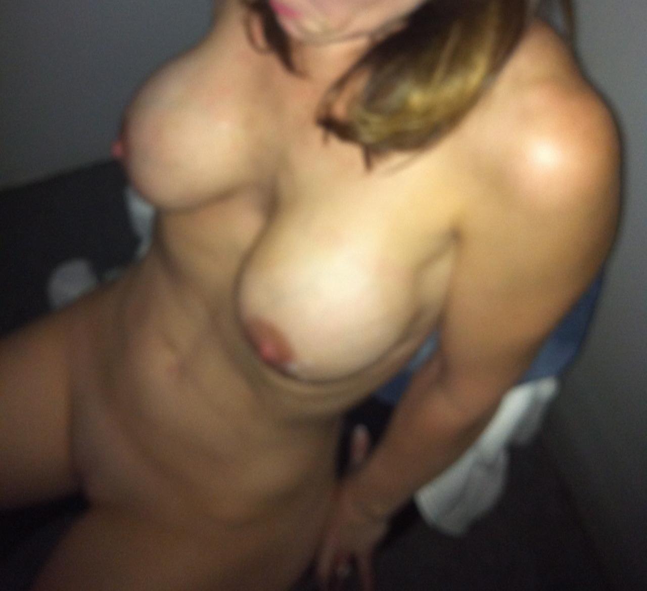 massage her clit